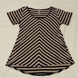 LuLaRoe Classic T Shirt - M